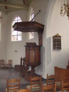 Opnieuw opgebouwd in de Stulpkerk te Lage Vuursche, let op het gewijzigde Psalmbord.